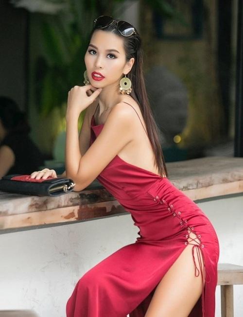 """Bí mật ít ai biết sau váy áo quá sexy, quá """"nguy hiểm"""" của Hà Anh - 1"""