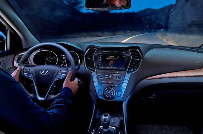 Hyundai Santa Fe 2018 có giá chỉ từ 567 triệu đồng - 3