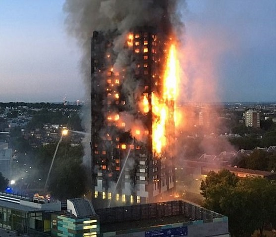 Vụ cháy kinh dị ở Anh: Cứu cả nhà bằng cách làm ngập sàn - 2