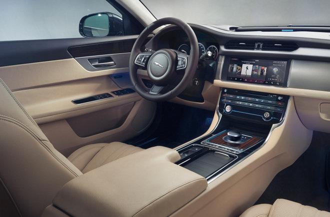 Jaguar XF Sportbrake 2018 ra mắt, giá 1 tỷ đồng - 3