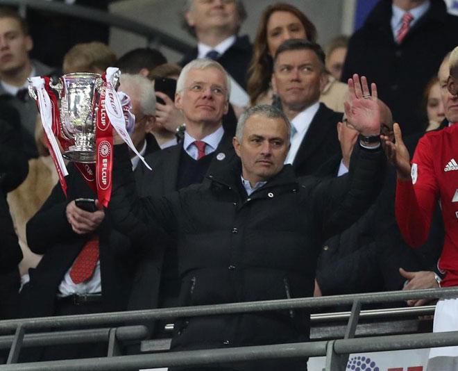 Mourinho luôn vô địch mùa thứ 2: Cả Ngoại hạng Anh run rẩy - 3