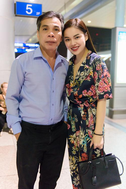 Bố mẹ Lam Trường, Hà Tăng nuôi con thành danh từ xe bánh mì, nước mía - 1