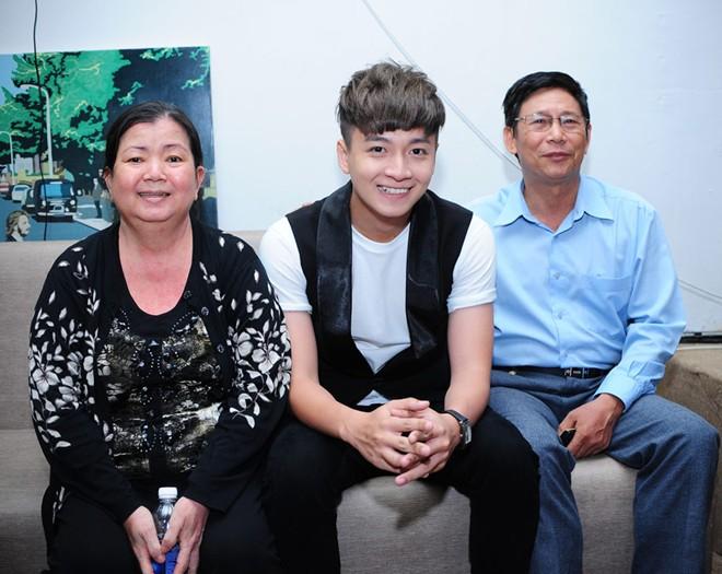 Bố mẹ Lam Trường, Hà Tăng nuôi con thành danh từ xe bánh mì, nước mía - 13