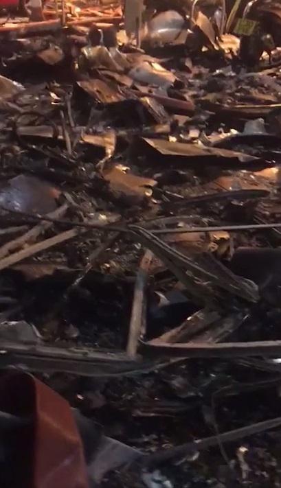 Hình ảnh ghê sợ bên trong chung cư London bị lửa thiêu - 3