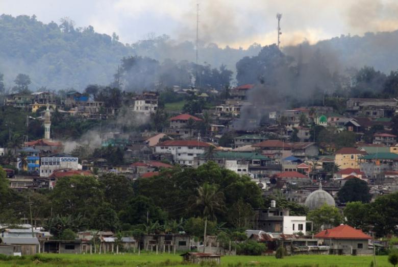 IS dùng súng chống tăng, bom xăng đánh quân Philippines - 1