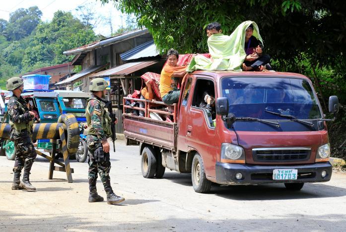 IS dùng súng chống tăng, bom xăng đánh quân Philippines - 3