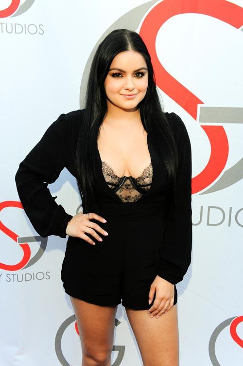 Cô béo đẹp nhất Hollywood khoe nội y ngày càng lộ liễu - 8