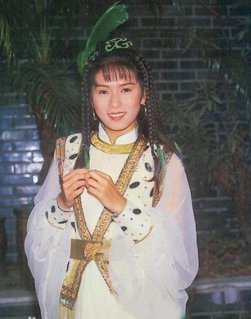 Phận đời 3 chìm 7 nổi của người đẹp duy nhất được Châu Tinh Trì thừa nhận yêu - 4