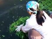 Truyện cười: Suýt nuôi chồng bằng rau sông Tô Lịch