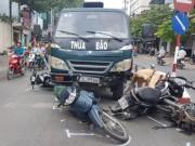 Tin tức trong ngày - Xe tải mất thắng tông hàng loạt xe máy chờ đèn đỏ
