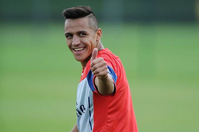 """Đồng nghiệp ghen tị khi bồ của tiền đạo CLB Arsenal """"bốc lửa"""" thế này"""