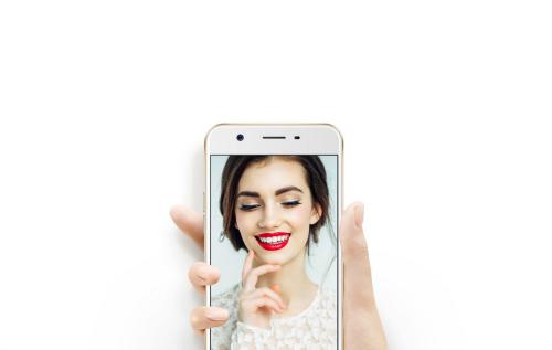 """Những smartphone selfie """"ảo tung chảo"""", giá dưới 6 triệu đồng - 1"""