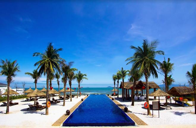 Theo chân Á hậu Thùy Dung trải nghiệm mùa hè tại Sunrise Premium Resort & Spa Hội An - 1