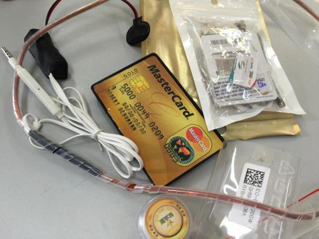 Cảnh sát phát hiện thiết bị gian lận thi cử siêu tinh vi