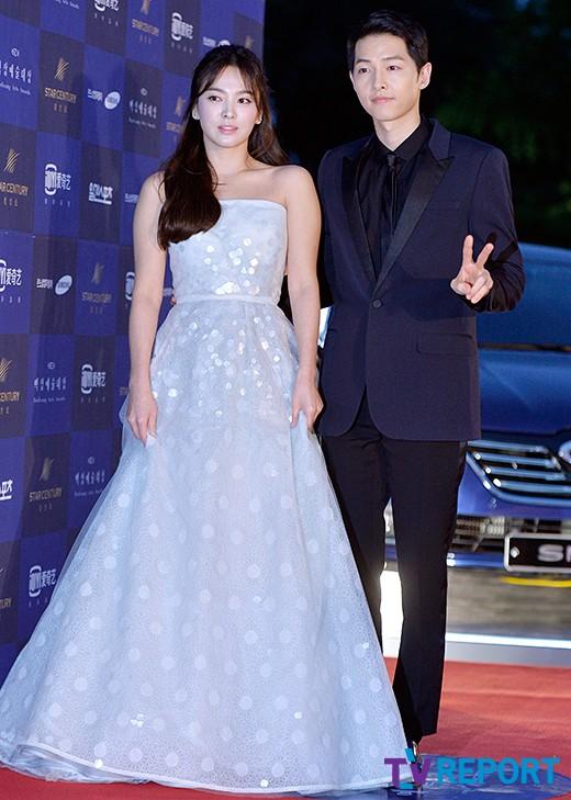 Song Hye Kyo nói về tin hẹn hò qua đêm với phi công trẻ - ảnh 3