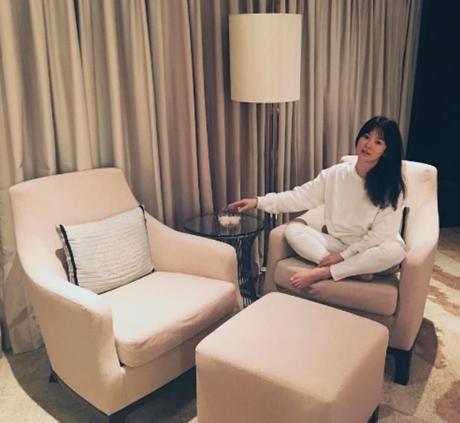 Song Hye Kyo nói về tin hẹn hò qua đêm với phi công trẻ - ảnh 4