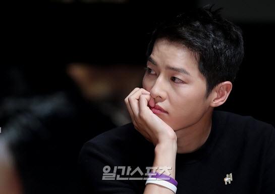Song Hye Kyo nói về tin hẹn hò qua đêm với phi công trẻ - ảnh 9