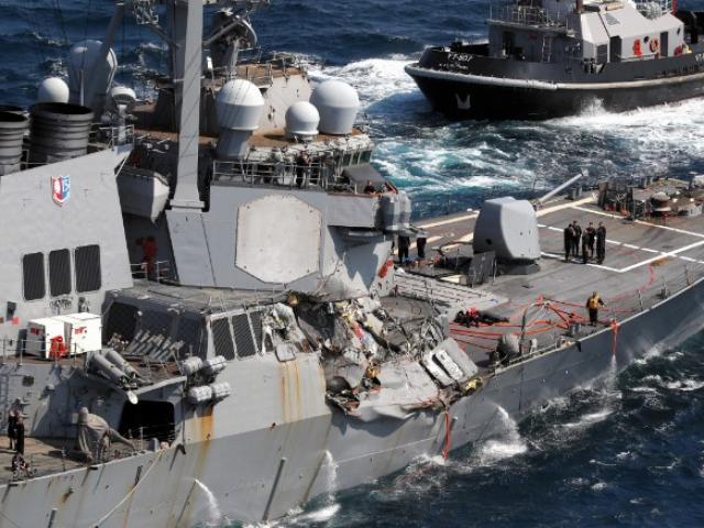 """7 thủy thủ """"tự sát"""" để cứu chiến hạm Mỹ đâm tàu hàng? - 4"""