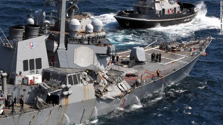 Giây phút hoảng loạn khi chiến hạm Mỹ đâm tàu hàng - ảnh 1