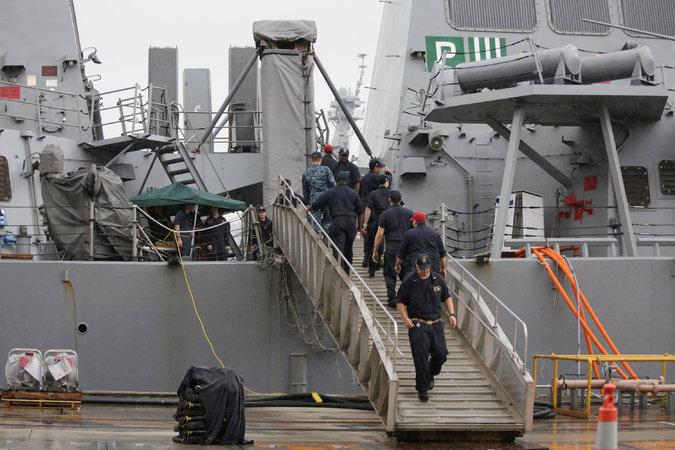Giây phút hoảng loạn khi chiến hạm Mỹ đâm tàu hàng - ảnh 3