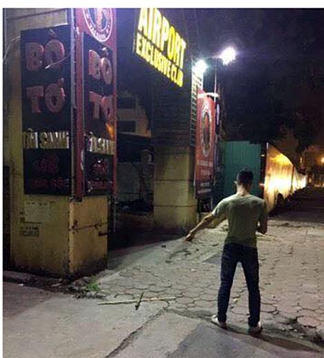 Đi dự sinh nhật, nam thanh niên bị đâm gục trước quán bar - ảnh 2