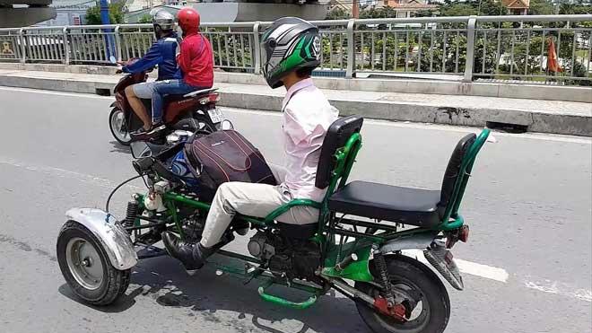Sốc với hình ảnh người đàn ông không tay chạy xe máy tự chế trên phố SG - ảnh 3
