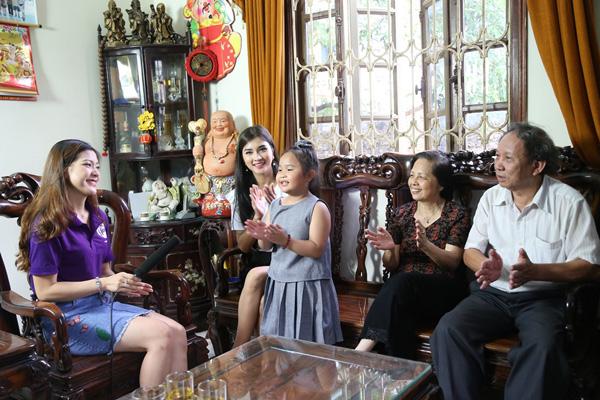 """Khán giả Hà Nội bất ngờ khi được """"mẹ con"""" Kim Tuyến đến thăm nhà - 4"""
