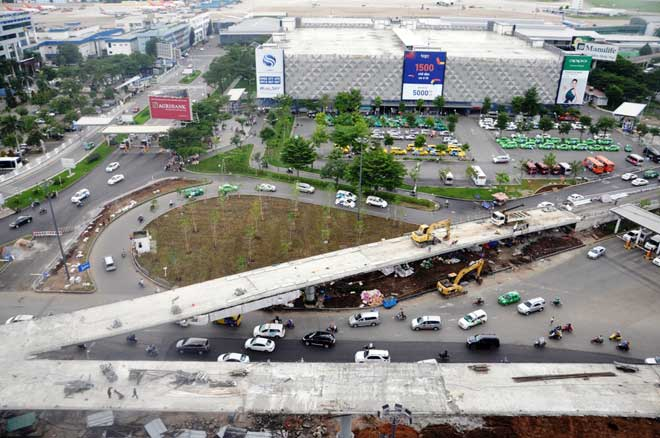 """Cận cảnh cây cầu bạc tỷ """"giải cứu"""" kẹt xe ở Tân Sơn Nhất trước giờ G"""