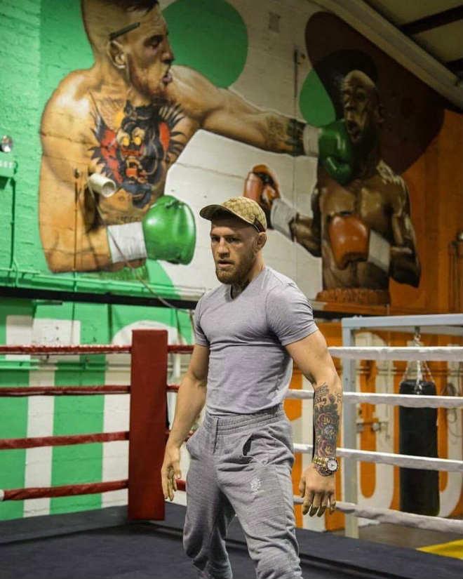 """Boxing tỷ đô: McGregor """"sỉ nhục"""" đấm vào mặt Mayweather - 1"""