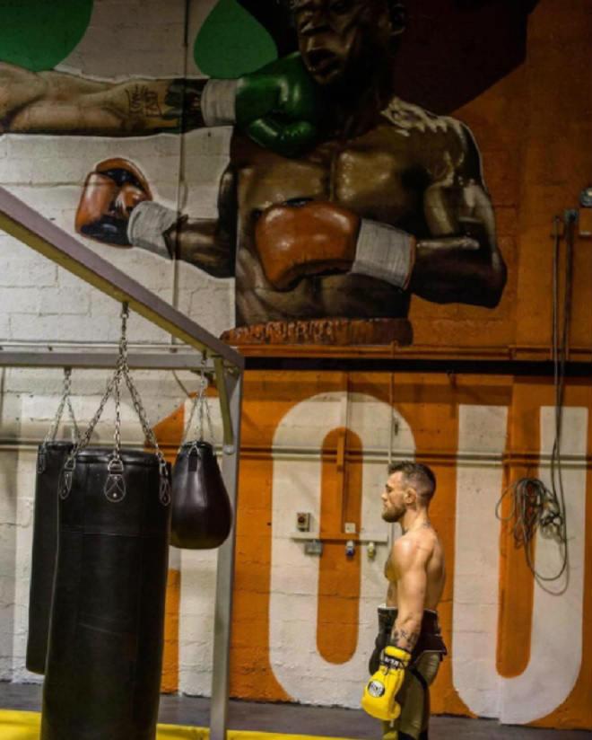 """Boxing tỷ đô: McGregor """"sỉ nhục"""" đấm vào mặt Mayweather - 2"""