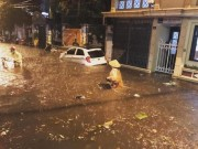 Tin tức trong ngày - Cơn mưa làm ngập đường Hà Nội tối qua lớn cỡ nào?