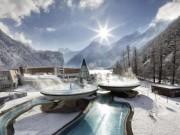 Những bể tắm nước nóng có phong cảnh đẹp nhất thế giới
