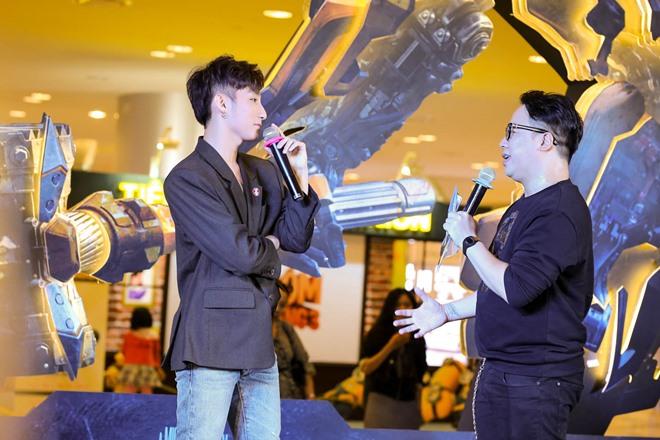 Sơn Tùng M-TP được dàn vệ sĩ hộ tống dự ra mắt Transformers - 8