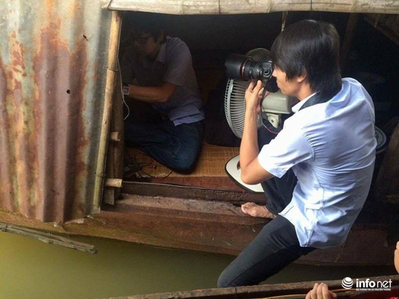 Những khoảnh khắc tác nghiệp thú vị của phóng viên ảnh - 15