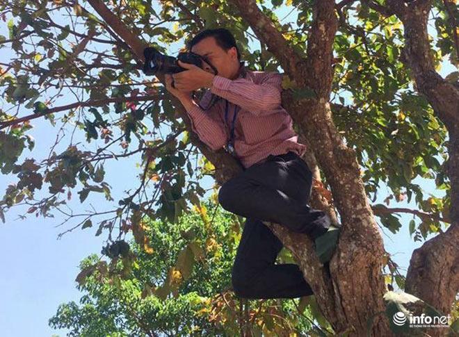 Những khoảnh khắc tác nghiệp thú vị của phóng viên ảnh - 13