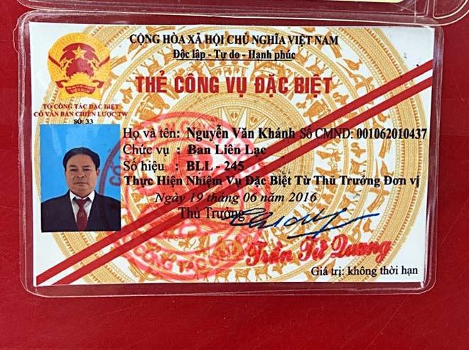 Móc thẻ công vụ đặc biệt để xin xỏ CSGT - 1