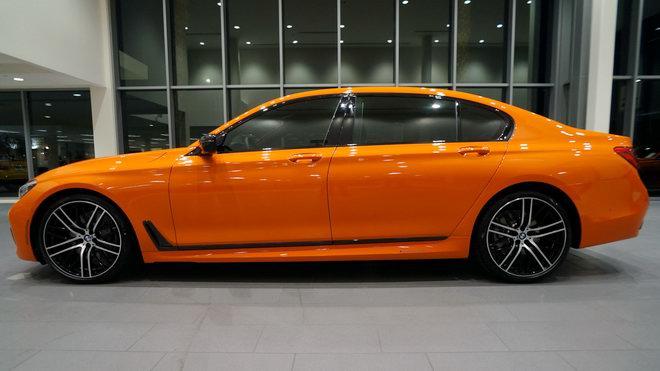 BMW 750i màu cam độc đáo có giá 3 tỷ đồng - 2
