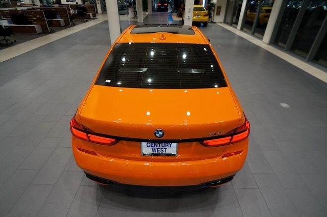 BMW 750i màu cam độc đáo có giá 3 tỷ đồng - 3