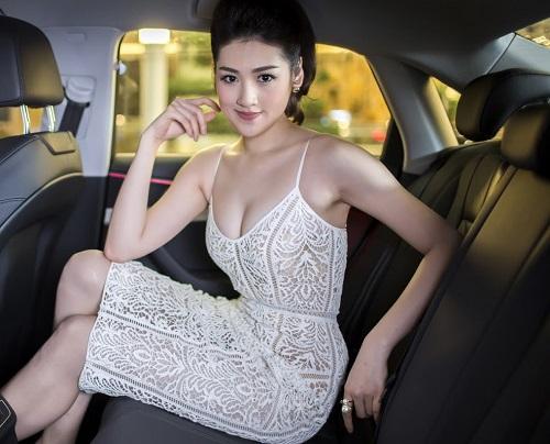"""""""Bạn gái Noo Phước Thịnh"""" dẫn đầu top 5 MC gợi cảm nhất VTV - 3"""