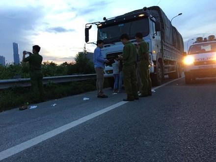 Tài xế xe tải bị khống chế, cướp tài sản trên đại lộ Thăng Long - 1