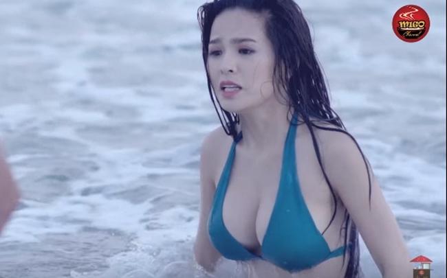 Phi Huyền Trang được mệnh danh là  thánh nữ ghiền mì gõ  vì có nhiều cảnh quay gợi cảm, nóng bỏng trên màn ảnh.