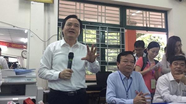 Bộ trưởng Phùng Xuân Nhạ thị sát công tác chuẩn bị thi - 1