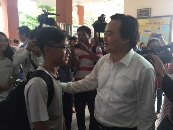 Bộ trưởng Phùng Xuân Nhạ thị sát công tác chuẩn bị thi - 2