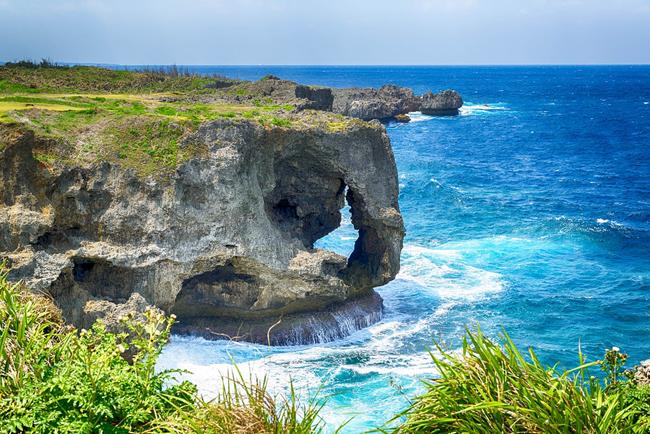 Ít người biết, ở giữa vùng hải đảo xinh đẹp của đất nước mặt trời mọc ẩn giấu một quá khứ đau thương, làm chạnh lòng mọi du khách tới đây thăm quan.