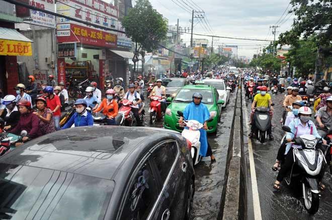 Mưa 1 giờ, Sài Gòn kẹt xe từ chiều đến tối - 5
