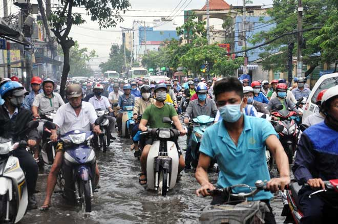 Mưa 1 giờ, Sài Gòn kẹt xe từ chiều đến tối - 7