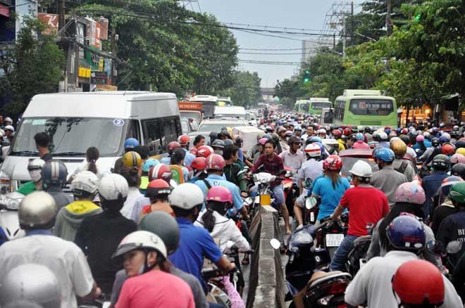 Mưa 1 giờ, Sài Gòn kẹt xe từ chiều đến tối - 8