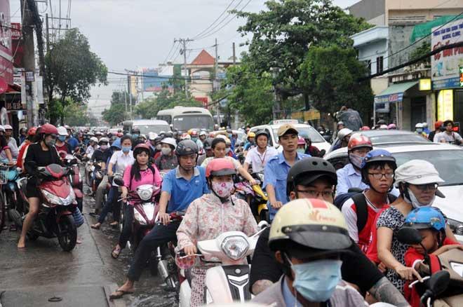 Mưa 1 giờ, Sài Gòn kẹt xe từ chiều đến tối - 6