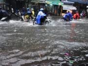 """Tin tức trong ngày - Sài Gòn mưa 15 phút, nhiều tuyến phố thành """"sông"""""""