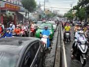 Tin tức trong ngày - Mưa 1 giờ, Sài Gòn kẹt xe từ chiều đến tối